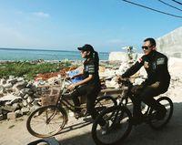 Sama-sama gemar berolahraga, Annisa nampak bersepeda bersama dengan suaminya. Foto: Instagram/@annisayudhoyono