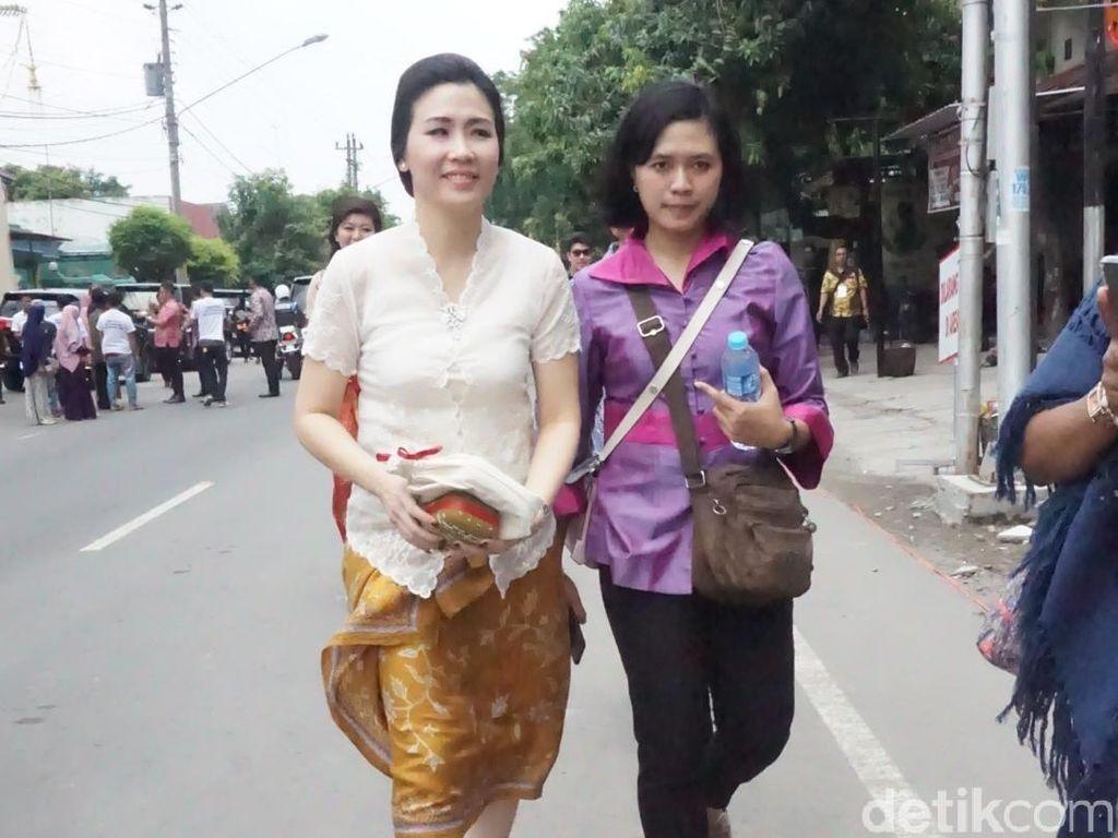 Foto: Beda Gaya Istri Ahok dan Djarot di Pernikahan Kahiyang Ayu