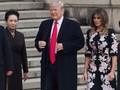 Diplomasi Melania Trump Lewat Gaun Motif Bunga Saat ke China