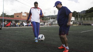 FOTO: 'Bromance' Diego Maradona dan Nicolas Maduro