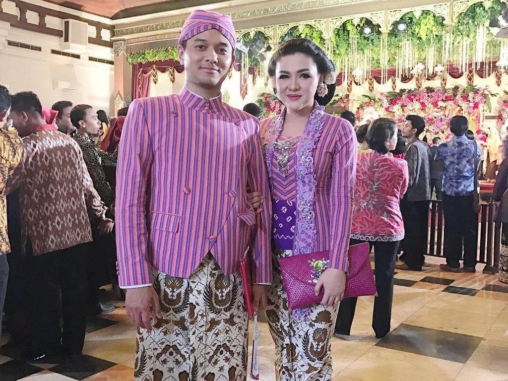 Foto: 7 Gaya Artis Berbaju Tradisional di Pernikahan Kahiyang Ayu