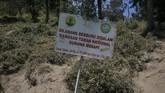 Papan larangan berburu di Taman Nasional Gunung Merapi, Boyolali, Jawa Tengah.