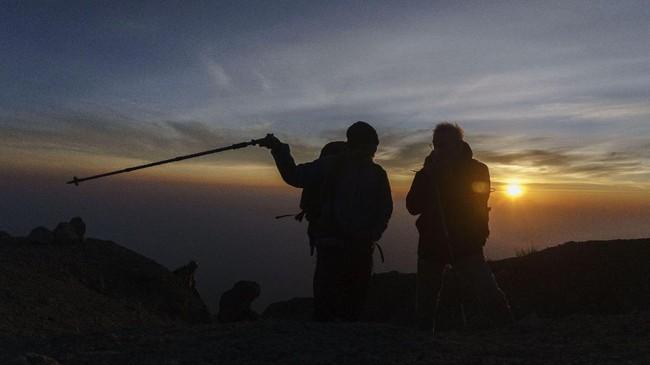 Bagi yang ingin merasakan jalur pendakian berbeda, Taman Nasional Gunung Merapi membuka jalur pendakian baru melalui Sapuangin, Kecamatan Kemalang, Klaten, Jawa Tengah.