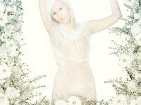 Connie pun menjadi wanita dengan albinisme pertama yang menjadi model. Ia juga menjadi salah satu tokoh yang mengkampanyekan kesadaran terhadap albinisme bersama Perserikatan Bangsa-bangsa. (Foto: Instagram/theskiniliveinisbeautiful)