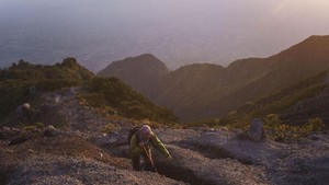 FOTO: Mendaki Gagahnya Gunung Merapi