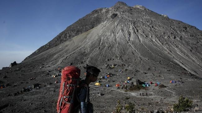 Puncak Gunung Merapi dari area Pasar Bubrah, Boyolali, Jawa Tengah.