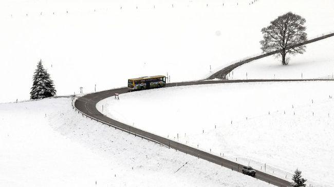 Austria Siaga Longsor Salju, Pusat Ski Ditutup