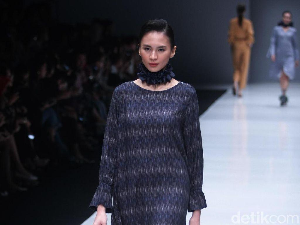 Foto: 15 Koleksi Busana Didiet Maulana Terinspirasi Arsitektur Bali