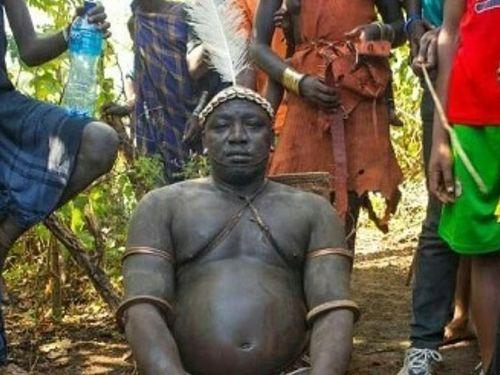 Suku Bodi Minum Darah Demi Mendapatkan Tubuh Besar dan Perut Buncit