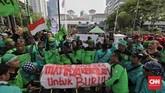 Balai Kota DKI Jakarta jadi sasaran demo karena mereka menilai Gubernur DKI Jakarta Anies Baswedan dan Wagub Sandiaga Uno ingkar janji. (CNN Indonesia/Adhi Wicaksono)