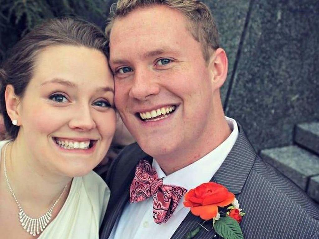 Lucunya 15 Foto Pernikahan Ini karena Ada Tamu Tak Diundang