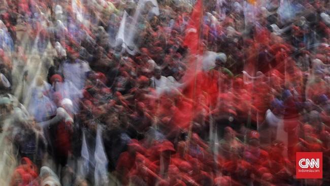 Buruh mendesak PP nomor 78/2015 dicabut, UMP DKI Jakartadirevisi danharga listrik dan kebutuhan pokok diturunkan.(CNN Indonesia/Adhi Wicaksono)