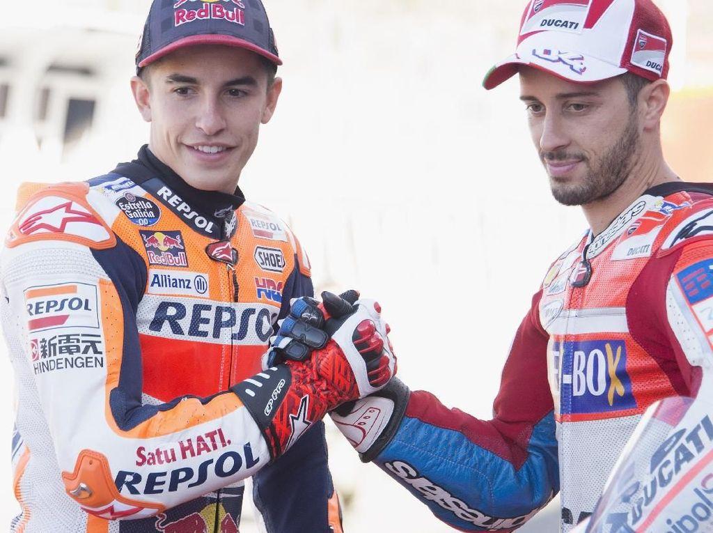 Jelang balapan final di Valecia, kedua pebalap tersebut melakukan sesi pemotretan di Sirkuit Ricardo Tormo. (Mirco Lazzari gp/Getty Images)