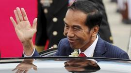 Jokowi Santai Nonton 'Dilan 1990' Bersama Kahiyang-Bobby