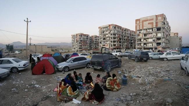 Begitu kuatnya gempa di Iran-Irak tersebut, getarannya sampai terasa di pusat ibu kota Irak, Baghdad. Guncangan bahkan terasa hingga Israel dan Turki. (AFP Photo/ISNA/Pouria Pakizeh)