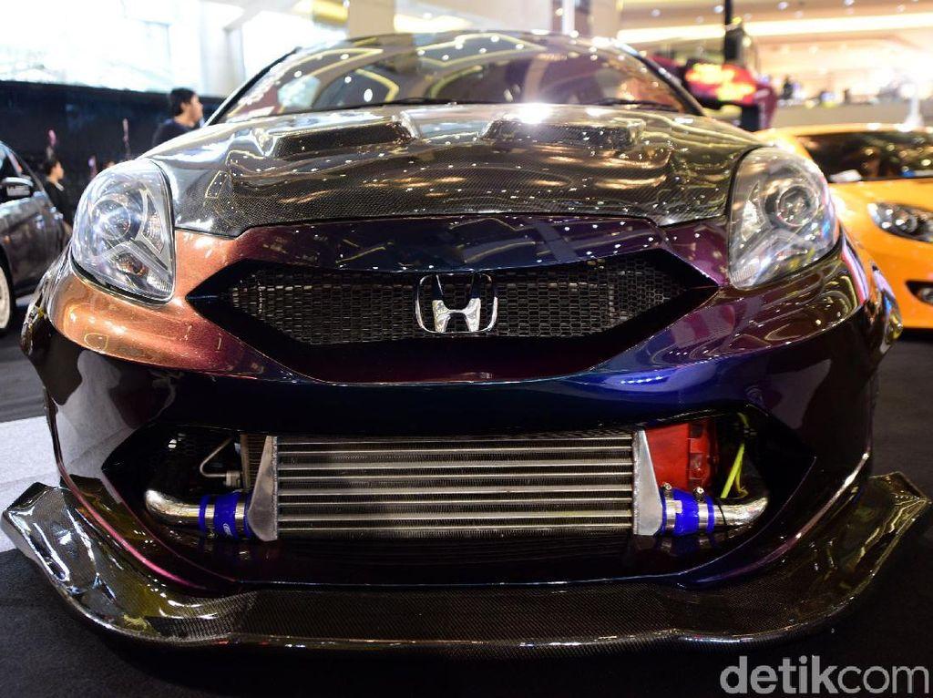 Honda Brio yang dimodifikasi oleh Harpit mengikuti kontes modifikasi Honda Jazz & Brio Tuning Contest.
