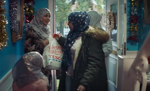 Iklan Natal Ini Jadi Kontroversi karena Tampilkan Wanita Berhijab
