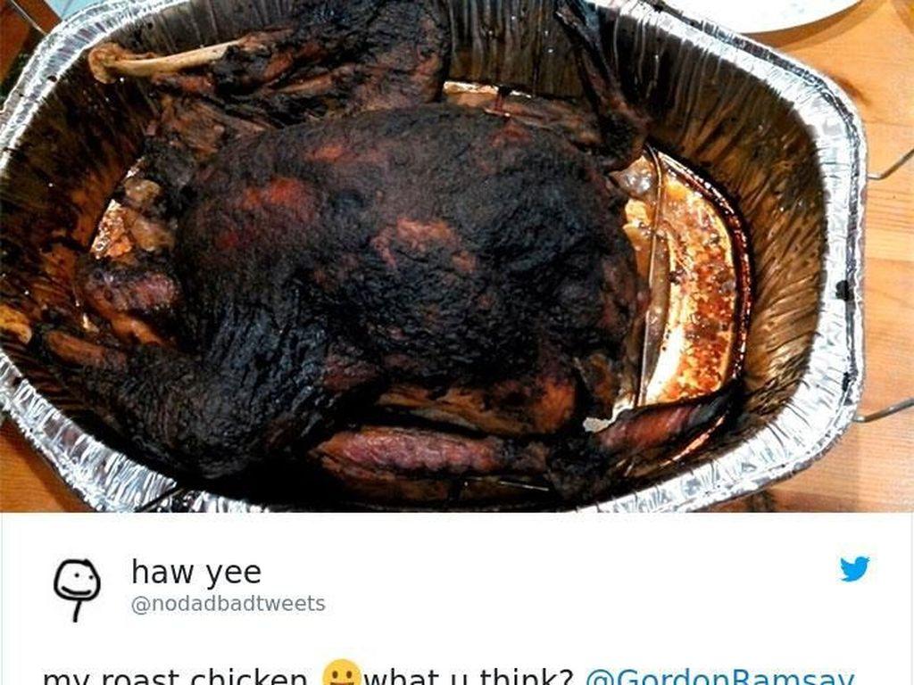 Tampilan ayam panggang buatan netizen ini mengundang komentar kocak dari Ramsay. Kamu harusnya memanggang ayam, bukan membawanya ke krematorium, tulis ayah 4 anak ini. Foto: Bored Panda