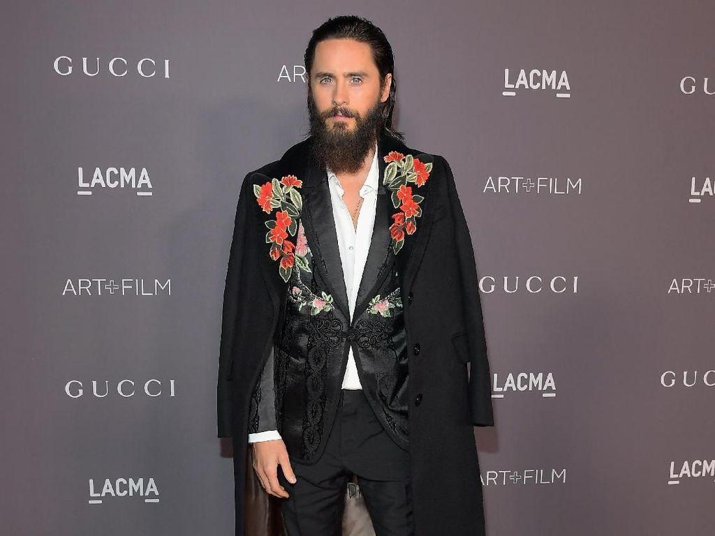 Foto: 7 Gaya Jared Leto yang Flamboyan dan Eksentrik di Karpet Merah