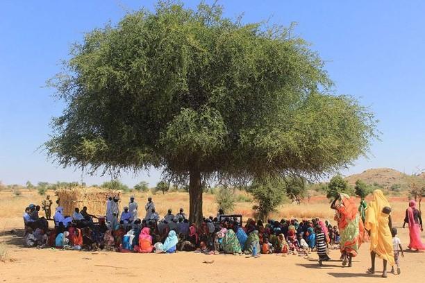 Prajurit TNI Beri Bantuan Beras dan Alquran di Desa Wailu Sudan