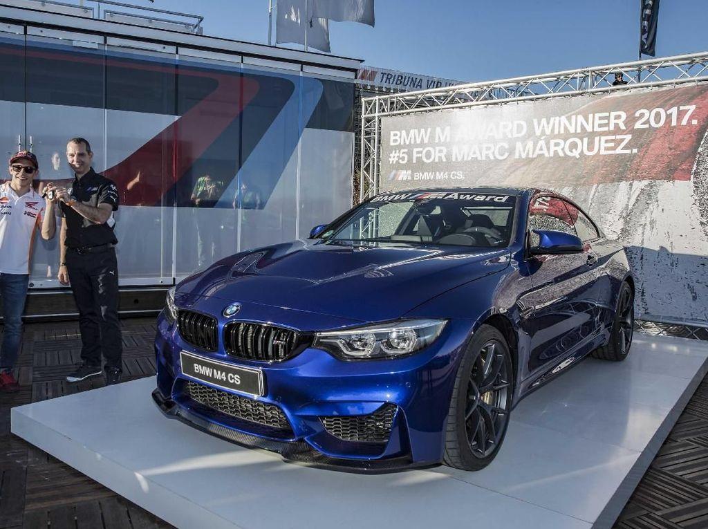 Sebagai salah satu sponsor MotoGP di musim 2017 ini BMW menyediakan beberapa mobil sebagai kendaraan operasional MotoGP 2017. Mobil-mobil itu yaitu BMW M2,M3, dan M4 GTS sebagai mobil keamanan, beberapa mobil medis X5 M, serta M5 untuk petugas keamanan. Foto: BMW.