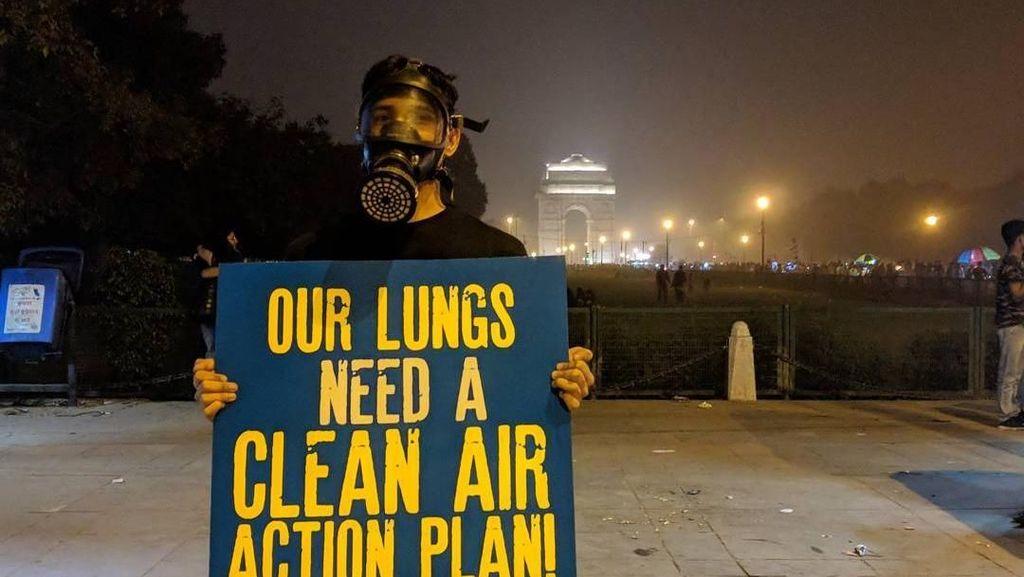Foto: New Delhi Dikepung Asap, Warga Wajib Gunakan Masker