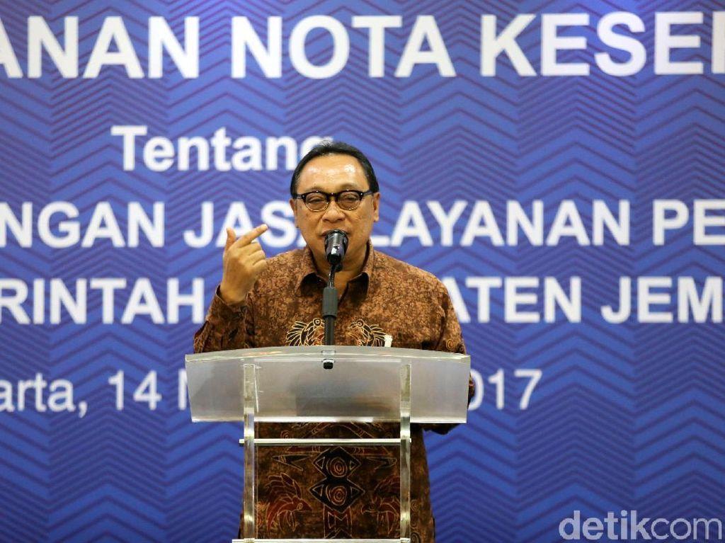 Direktur Utama Bank Tabungan Negara Maryono memberikan sambutan.