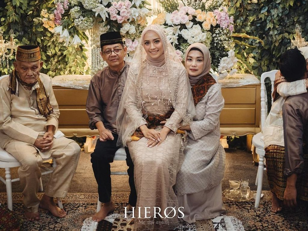Foto: Inspirasi Busana untuk Pengajian Jelang Pernikahan ala Seleb Berhijab