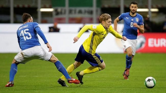 <p>Setelah kalah 0-1 di leg pertama, timnas Italia butuh kemenangan dengan dua gol atas Swedia pada leg kedua yang berlangsung di Stadion San Siro, Milan, Senin (13/11) malam waktu setempat. (REUTERS/Max Rossi)</p>