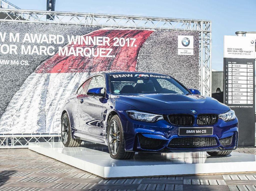 Dimulai pada tahun 2013, ia mendapatkan BMW M Award pertama lewat sebuah M6 Coupe. Setahun setelahnya, ia kembali meraih Coupe M4 diikuti M6 Convertible pada tahun 2015. Terakhir, pada 2016 Marquez juga sukses membawa pulang M2 Coupe secara gratis. Foto: BMW.