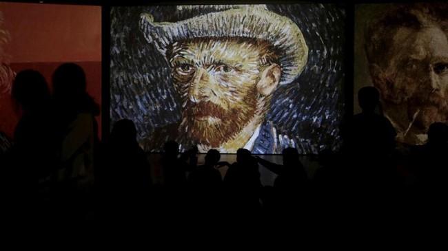 Ada pula karya terkenal lainnya tentang Van Gogh, Self-Portrait with Grey Felt Hat. (REUTERS/Alkis Konstantinidis)