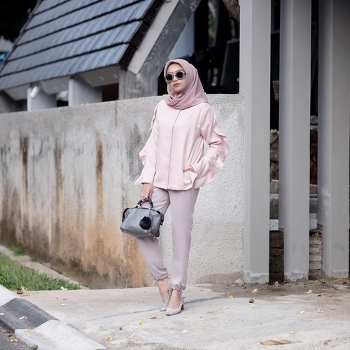 Contek 8 Gaya Selebgram Hijab Tampil dengan Warna Kekinian, Millenial Pink