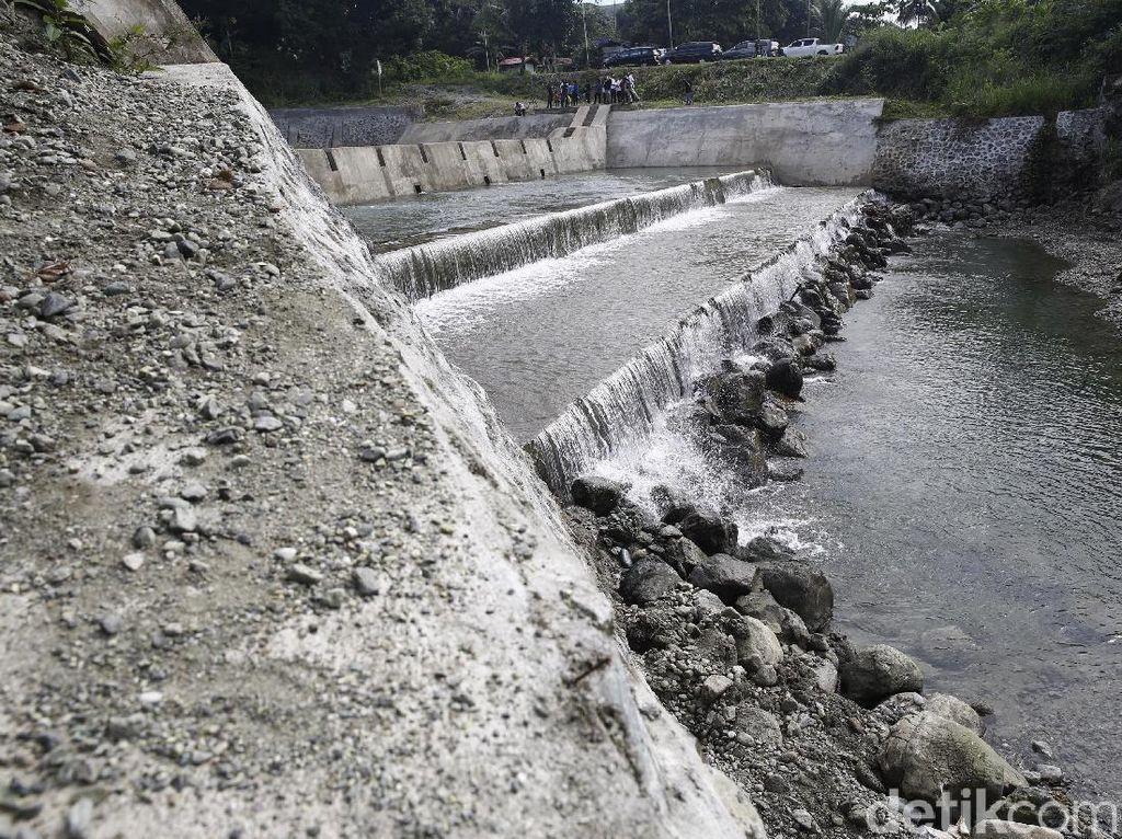 Begini penampakan Dam atau Pengendali Sedimen Danau Sentani di Sungai Harapan. Ada 3 sungai yang bermuara ke Danau Sentani yakniSungai Kampwolker, Sungai Harapan dan Sungai Kemiri.