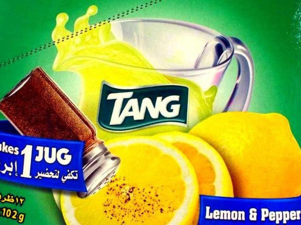 Mau coba minuman ini? Dengan merek Tang, minuman ini meraciknya dengan bubuk lada dan lemon. Minuman jenis ini ternyata sudah ada sejak tahun 1960-an. Foto: Istimewa