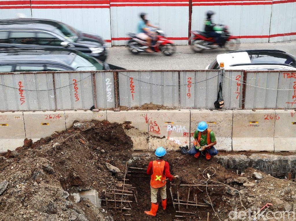 Pembangunan underpass ini untuk mengatasi kemacetan di kawasan Mampang.