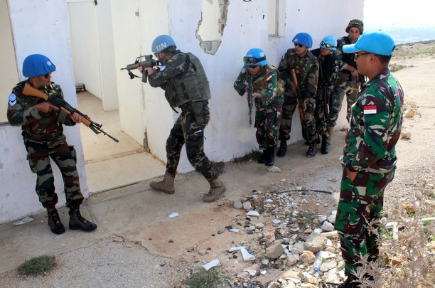 Prajurit TNI Satgas Indobatt Latih Tentara UNIFIL dan LAF