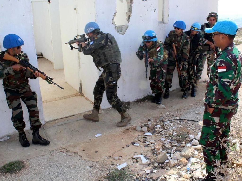 Pada latihan ini, prajurit TNI Satgas Indobatt XXIII-K/UNIFIL mendapat kepercayaan dari PBB untuk memberikan materi pelatihan. Pool/Penerangan Yonmek Konga XXIII-K/UNIFIL.