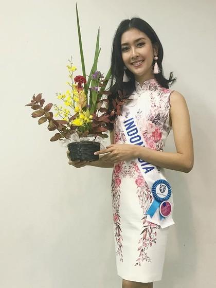 Foto: Gaya Kevin Lilliana Juara Miss International 2017, Jadi Mbok Jamu