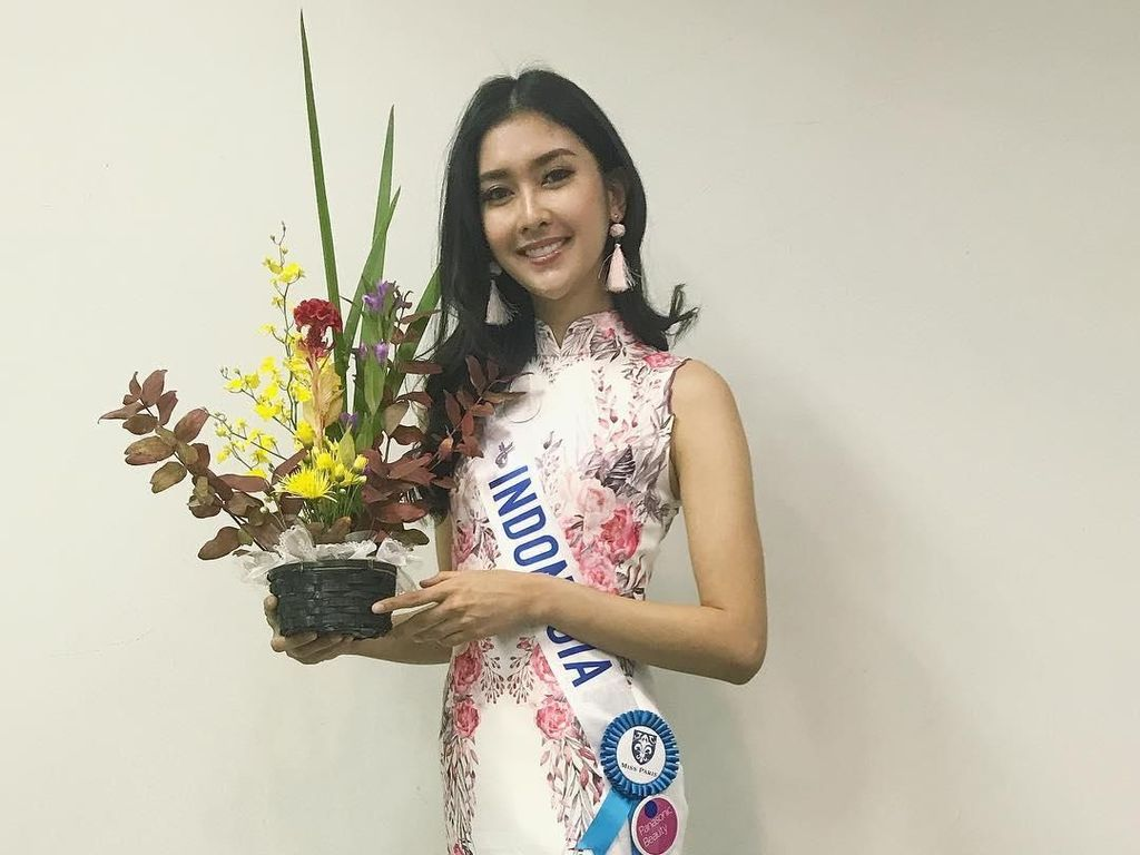 Foto: Gaya Kevin Lilliana Juara Miss International 2017, Jadi Mbok Jamu