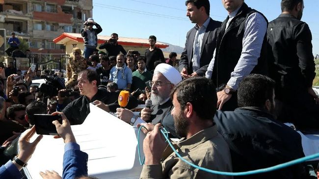 Korban Tewas Capai 530, Presiden Iran Tinjau Lokasi Gempa