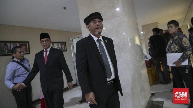 Gaya Baru Ketua DPRD DKI dengan Topi 'Hidayah' Penetram Hati
