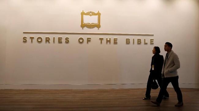 <p>Sumber berbagai artefak Alkitab yang tersimpan dalam museum ini berasal dari sumbangan swasta, institusi, dan museum lainnya, termasuk dari Vatican. (REUTERS/Kevin Lamarque)</p>