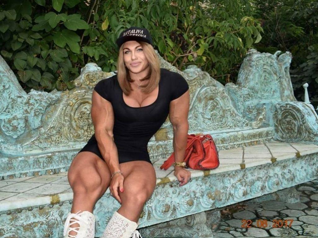 Nataliya Kuznetsova merupakan juara binaraga dan powerlifting Rusia (Foto: Dok. Instagram Nataliya Kuznetsova)