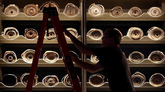 <p>Hingga saat ini, Museum Alkitab sudah memiliki 1150 koleksi permanen yang dapat ditemukan di Washington, DC. (REUTERS/Kevin Lamarque)</p>
