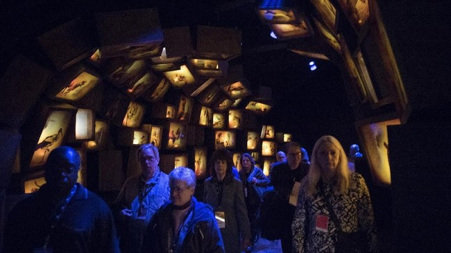 <p>Dalam museum ini, beberapa bagian dibuat seidentik mungkin dengan konten yang ada dalam alkitab, mulai dari kisah di Kitab Kejadian hingga suasana kampung halaman Yesus di Nazareth.(AFP PHOTO / SAUL LOEB)</p>