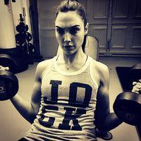 Siapa yang tak kenal Gal Gadot, wanita yang memang pantas mendapatkan gelar 'Wonder Woman'. Tubuh kencang dan bugarnya didapat dari olahraga secara rutin. Foto: Instagram/@gal_gadot