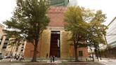 Museum Alkitab atau Museum of the Bible di Washington DC baru saja dibuka pada November 2017. Museum ini diklaim menjadi yang terbesar mengumpulkan berbagai artefak alkitab dari seluruh dunia. (REUTERS/Kevin Lamarque)