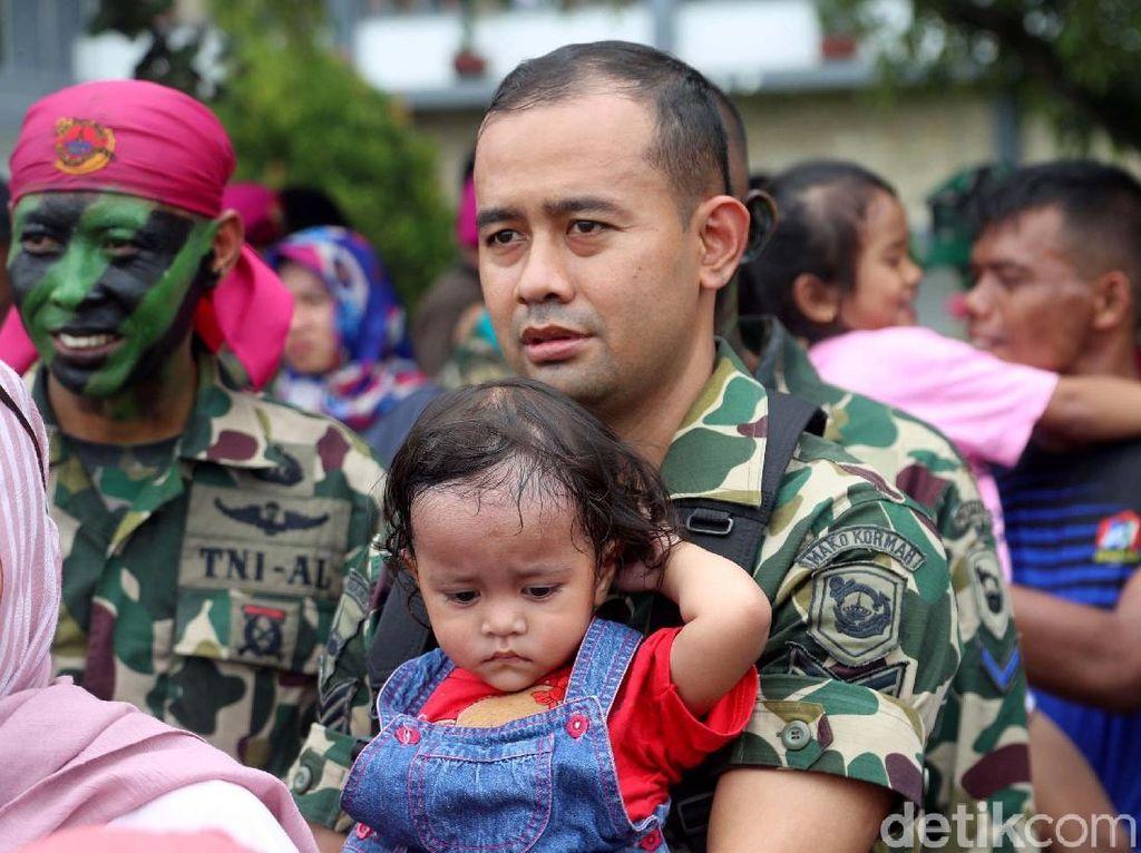 Upacara HUT Marinir digelar di lapangan Brigif-2 Marinir, Cilandak, Jakarta Selatan, Rabu (15/11/2017).