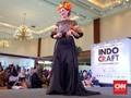 Parade Etnik dengan Model Paruh Baya di Indocraft 2017