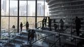 Terlepas dari pro-kontra desain cantik perpustakaan Tianjin Binhai, karya ini mampu menggerakkan masyarakat China yang mulai beralih ke aktivitas membaca melalui aplikasi ponsel pintar. (AFP PHOTO / FRED DUFOUR)